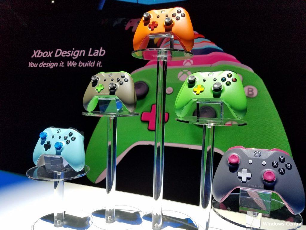 Xbox Design Lab: Expositor con varios mandos
