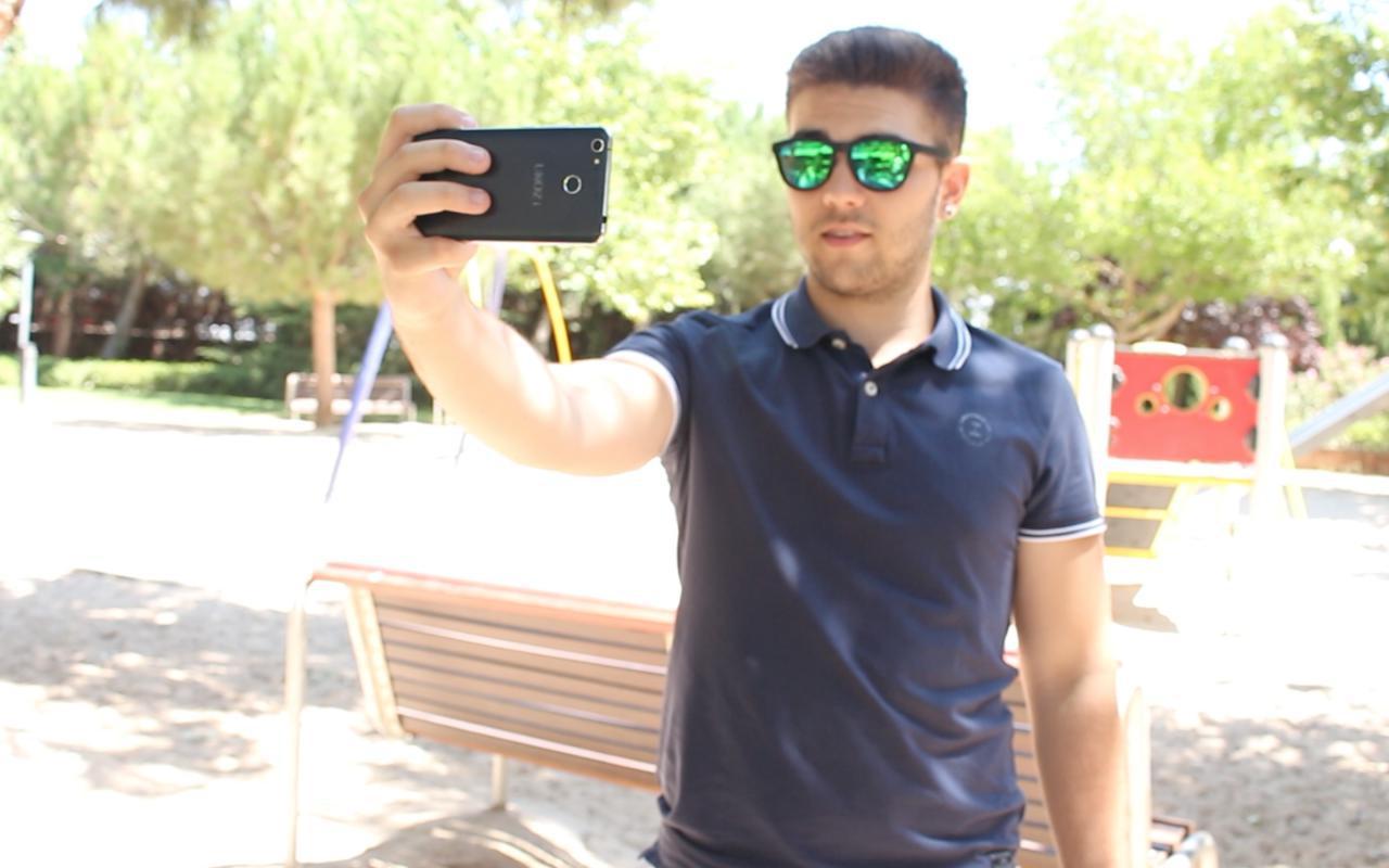 Ukozi Q3 selfie