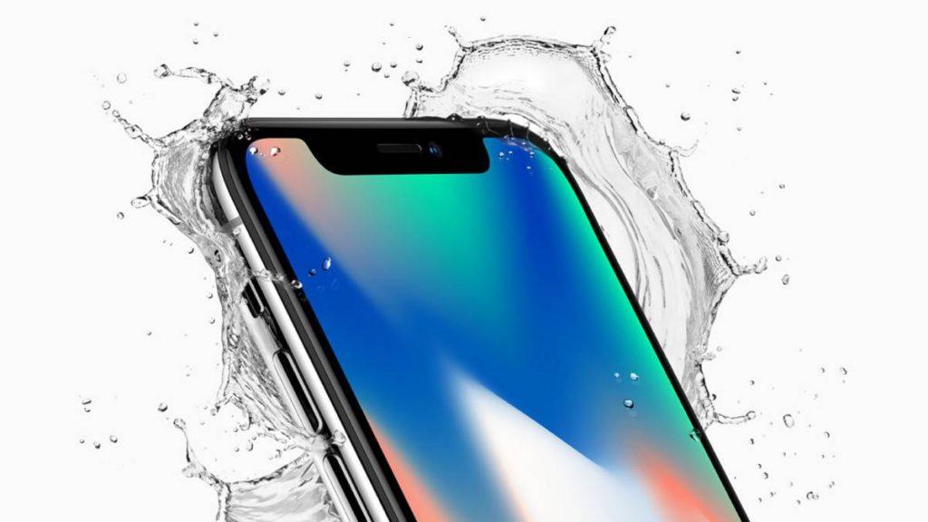 Samsung gana más dinero con el iPhone X: iPhone X en agua